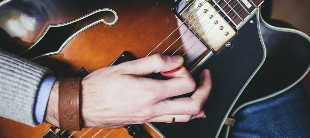 How to Hold a Guitar Pick Properly: Tips and Tricks