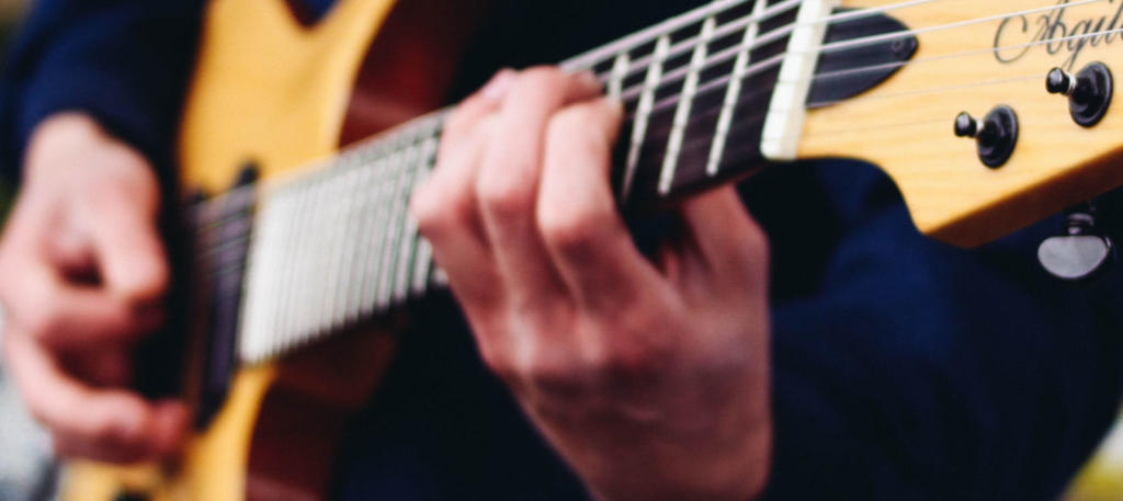Guitar Wrist Pain and 5 Other Common Guitarist Injuries
